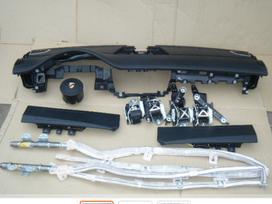 Porsche Panamera panelė, oro pagalvės, saugos