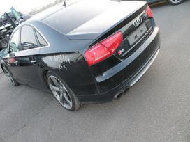 Audi S8 dalimis. Turimas šio automobilio