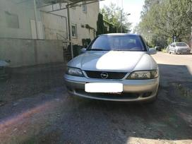 Opel Vectra. Kablys, priekines lempos su juodais viduriais