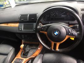 BMW X5. Sport paketas maza rida sport sildomos sedynes juodos