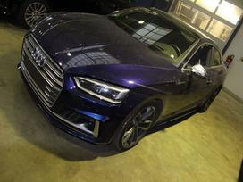 Audi S5. Dėl dalių skambinkite +370 601 801