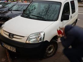 Peugeot Partner dalimis. Tvarkingas automobilis dalimis galinis