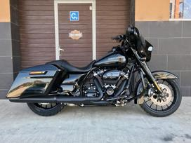 Harley-Davidson FLHX 1868cc, touring / sport touring