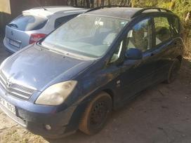 Toyota Corolla Verso dalimis.  s