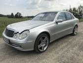 Mercedes-Benz E320. šio automobilio dalis galite apžiūrėti ir į