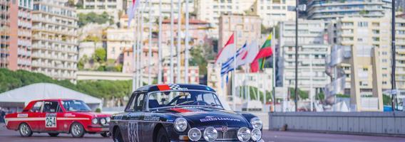 Istoriniame Monte Karlo ralyje lietuviai susidūrė su sunkumais, bet organizatorių kvietimu tęsia įspūdingą kelionę
