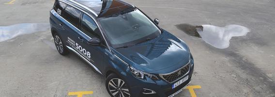 """Septynvietis miesto visureigis """"Peugeot 5008"""" – patobulintas Europos metų automobilis"""